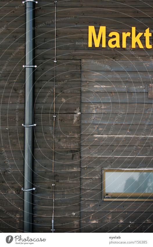 Markt Haus Gebäude Regenrinne Holzhütte Fenster braun gelb Typographie Detailaufnahme Buchstaben Schriftzeichen Hinweisschild Holzbrett Wohnung blitzableiter