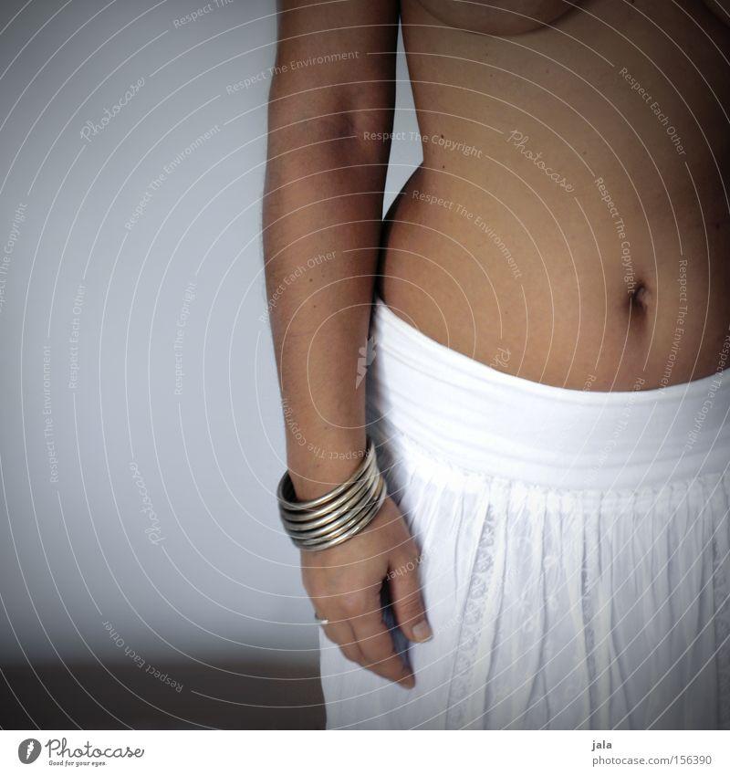 hips don't lie Frau Mensch Hand schön weiß nackt feminin Körper Haut Erwachsene Arme ästhetisch Brust Rock Schmuck Bauch