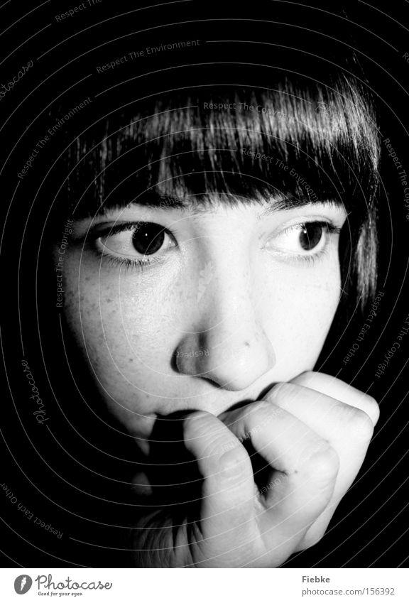 Träumerei Frau Gesicht Auge Porträt Tagtraum träumen Gedanke Geistesabwesend verträumt ruhig Frieden Denken Jugendliche Entscheidung unsicher Schwarzweißfoto