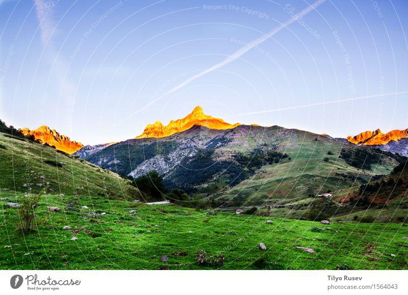Herbst in den Pyrenäen schön Ferien & Urlaub & Reisen Berge u. Gebirge Umwelt Natur Landschaft Pflanze Himmel Wolken Baum Gras Blatt Park Wald Platz