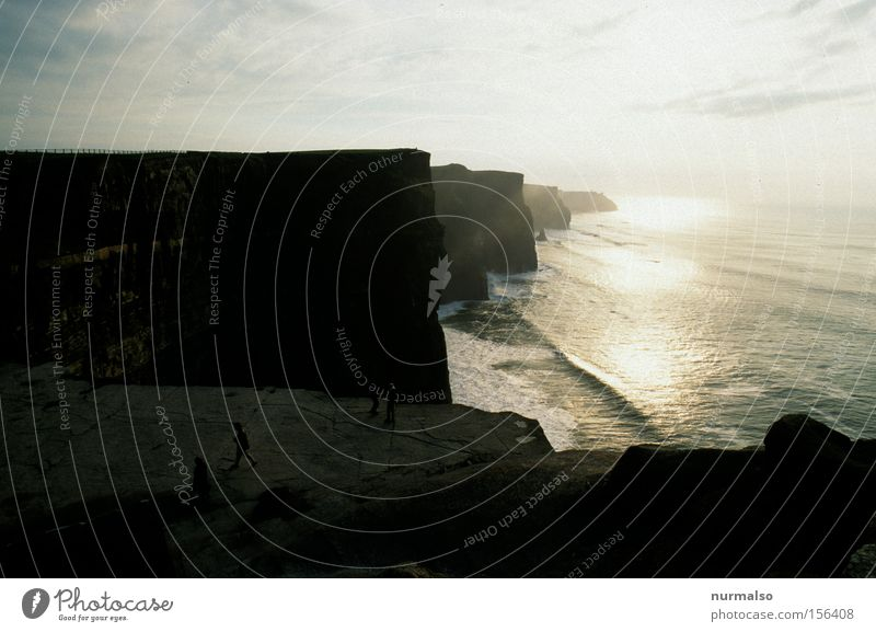 damals in Irland Meer grün Freude Strand Ferien & Urlaub & Reisen Ferne Stein Wellen Küste Horizont Europa Insel Reisefotografie Pub Klippe Republik Irland