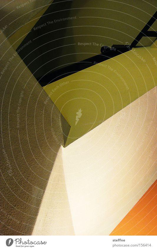 perspektivübung Treppe Treppenhaus mehrfarbig orange grün graphisch Häusliches Leben Haus Dreieck Strukturen & Formen Geometrie Detailaufnahme Farbe