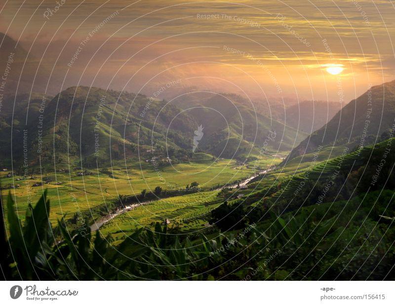 Sunrice Erholung ruhig Wolken Sonnenaufgang Reisefotografie Berge u. Gebirge Gras Freiheit Stimmung träumen Zufriedenheit Freizeit & Hobby groß Klima Abenteuer Fluss