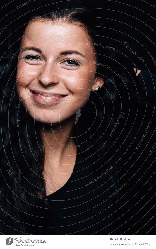 M. Stil Freude Glück schön Haut Leben Wohlgefühl Mensch feminin Junge Frau Jugendliche Erwachsene Gesicht 1 18-30 Jahre schwarzhaarig Lächeln ästhetisch