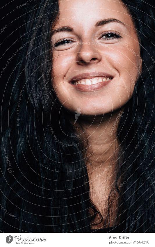 M. Mensch Frau Jugendliche schön Junge Frau Freude 18-30 Jahre schwarz Gesicht Erwachsene Leben feminin Gesundheit Glück Haare & Frisuren Kopf