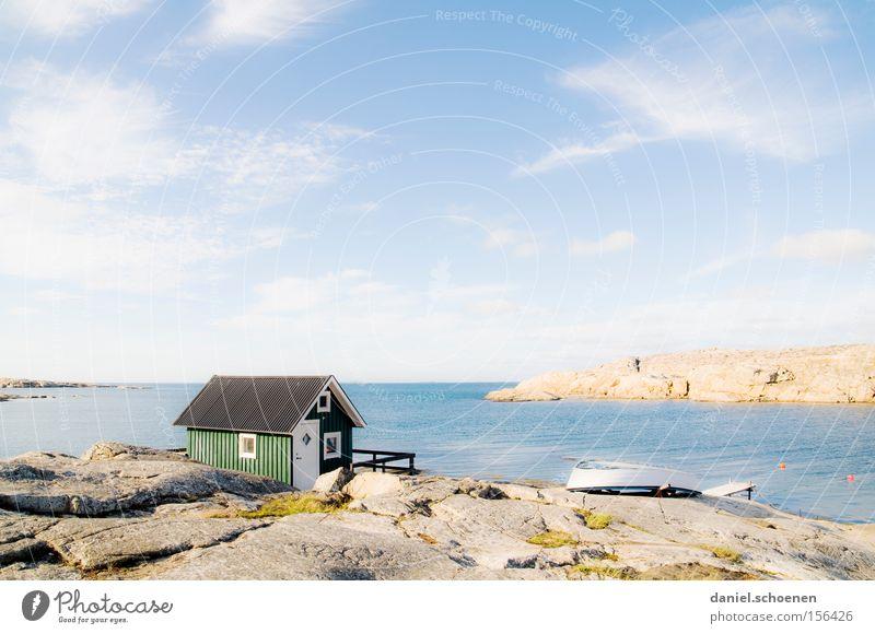 urlaubsreif Haus Hütte Meer Schweden Skandinavien Himmel Wetter Sommer Holz grün blau Wasser Horizont Sonne Licht Farbe Strand Küste