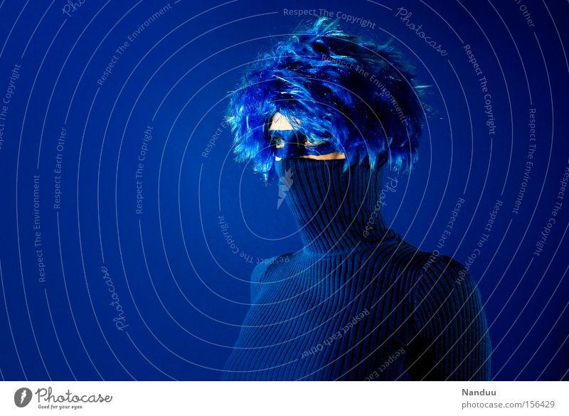 Panzerknacker Frau Mensch blau Einsamkeit Stil verrückt geschlossen Maske Karneval einzigartig Konzentration Theaterschauspiel verstecken Kino Pullover skurril