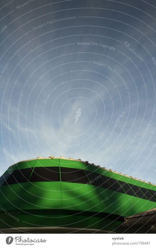 Sie sind gelandet Himmel grün Ferien & Urlaub & Reisen Haus Wolken Fenster Gebäude modern Technik & Technologie rund UFO Außerirdischer Skilift Wölbung