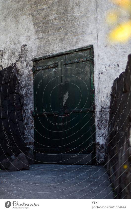 Warehouse No.1 Haus Industrieanlage Mauer Wand Tür Abenteuer geheimnisvoll Rätsel Tor geschlossen Sicherheit Lagerhaus Industriegelände ländlich Stein robust