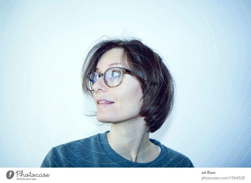 nicht nichts Stil Glück Mensch feminin Frau Erwachsene Kopf Gesicht Hals Schulter 1 18-30 Jahre Jugendliche 30-45 Jahre T-Shirt Pullover Brille brünett blond