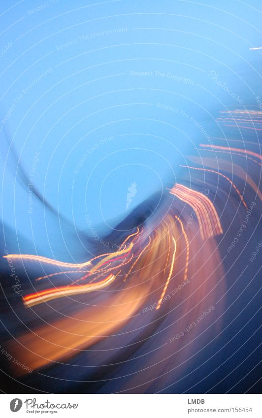Life is motion blau Straße Bewegung gold Geschwindigkeit Energiewirtschaft Schwung Langzeitbelichtung Drehung Nachtleben