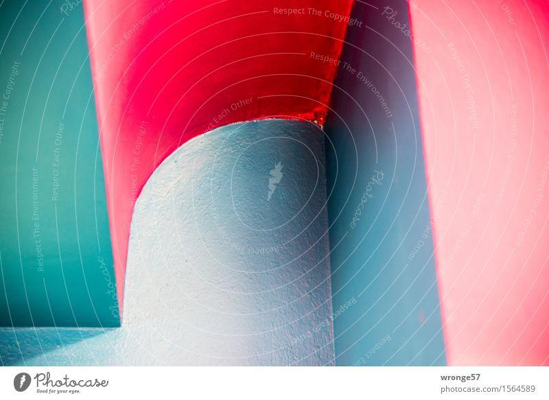 Farben und Flächen Gebäude Mauer Wand Raum Flur Decke Stadt blau grau grün rosa rot Mut Gebäudeteil mehrfarbig Farbfoto Innenaufnahme abstrakt Menschenleer