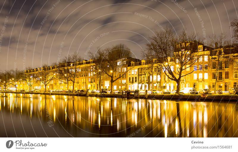 Amsterdam I Niederlande Europa Hauptstadt Altstadt Menschenleer Fassade Geborgenheit Kanal Wasserstraße Gracht Grachtenfahrt Farbfoto Gedeckte Farben