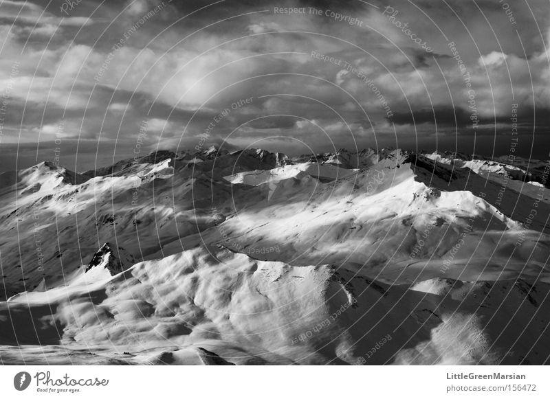 Gemeißelt Wolken Ferne Winter Berge u. Gebirge Schnee Schweiz Kanton Graubünden Davos Parsenn