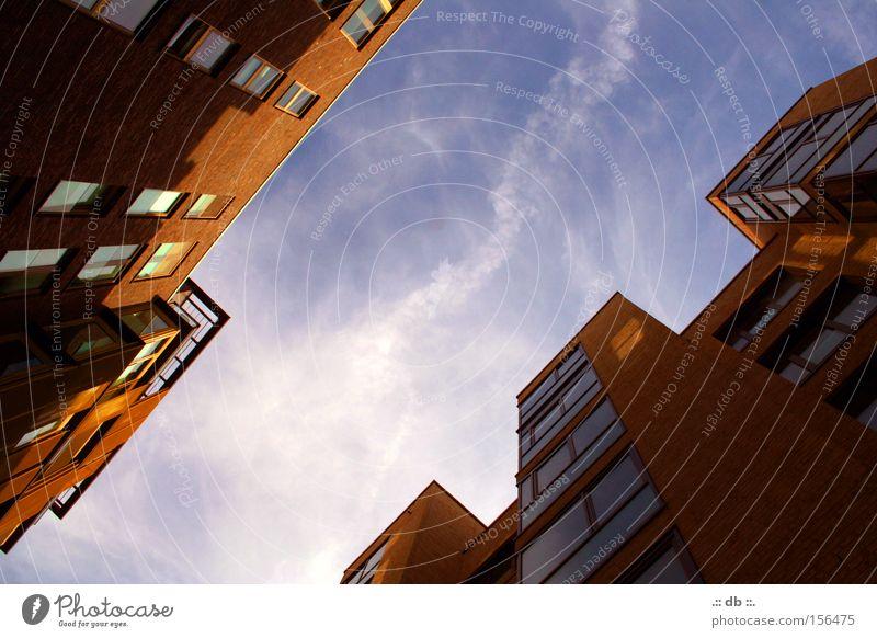 .:: lichtblick ::. Himmel Haus Wolken Fenster Hochhaus Hamburg modern Hafen Hafencity