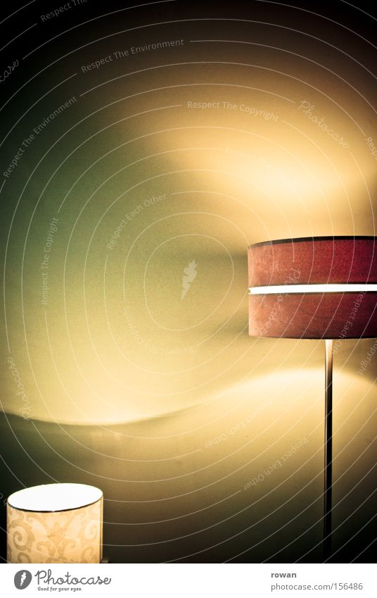 lichtspiel Lampe hell Beleuchtung Wellen Licht Häusliches Leben Wohnzimmer erleuchten Glühbirne Stehlampe