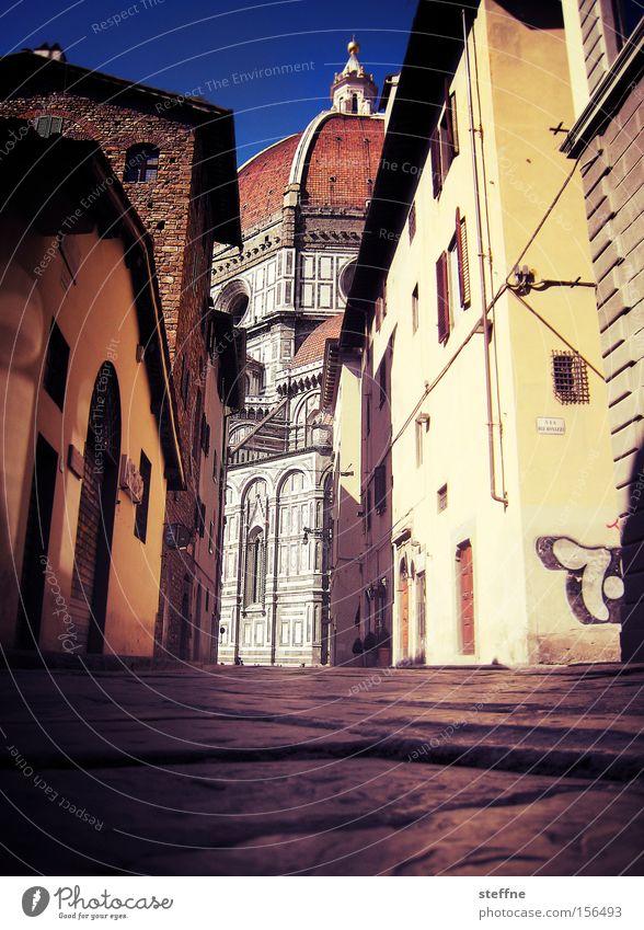 Kirchgang Sommer Haus Italien historisch eng Dom Pflastersteine Gasse Toskana schmal Gotteshäuser Florenz Lebensqualität