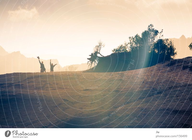 light is, but a moving shadow Sonne Freude Ferien & Urlaub & Reisen Berge u. Gebirge Wärme Sand Stimmung wandern Erde Hügel Abschied Bergsteigen winken Kanaren