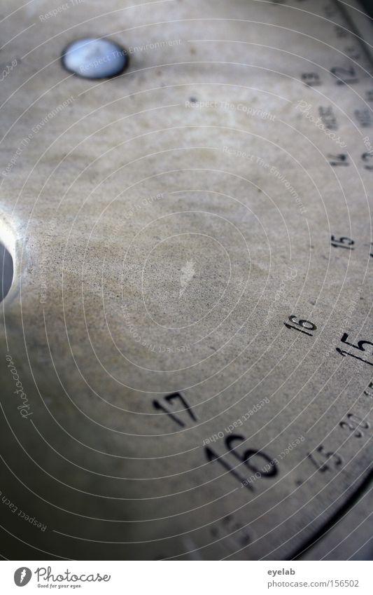 17 - 16 - 15 Kompass Sonnenuhr Grad Celsius Länge Himmelsrichtung ausrichten Knöpfe Ziffern & Zahlen Stahl Richtung Elektrisches Gerät Technik & Technologie