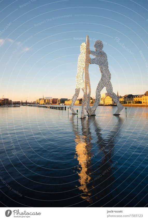 Wasserspiel Sightseeing Kunstwerk Skulptur Himmel Sommer Klima Schönes Wetter Fluss Spree Friedrichshain Sehenswürdigkeit ästhetisch außergewöhnlich Bekanntheit