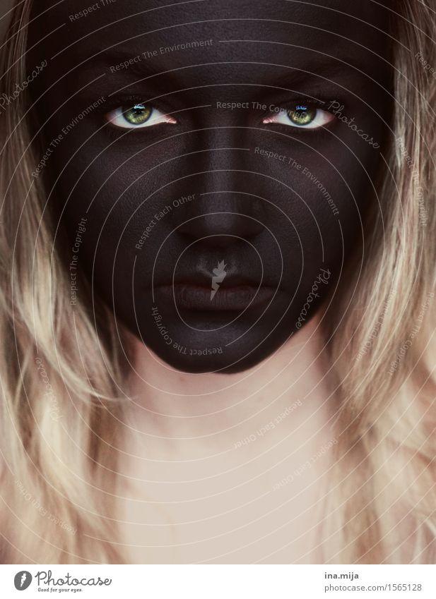 schwarzes Gesicht Mensch feminin Junge Frau Jugendliche Erwachsene Leben 1 18-30 Jahre 30-45 Jahre Haare & Frisuren blond langhaarig kämpfen Traurigkeit Sorge