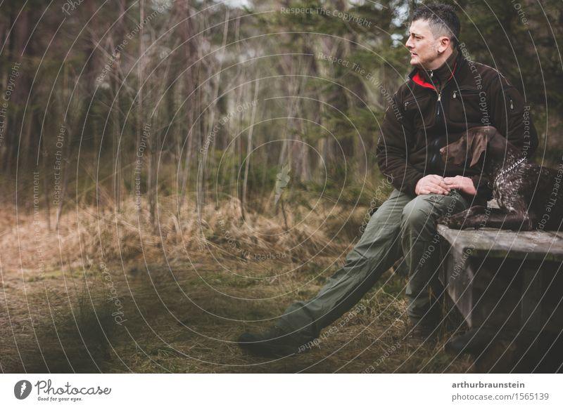 Mann mit Hund vor Holzhütte Freizeit & Hobby Jagd Mensch maskulin Junger Mann Jugendliche Freundschaft Leben 1 30-45 Jahre Erwachsene Umwelt Natur Baum