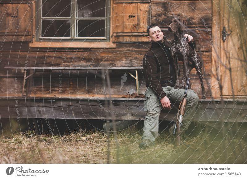 Jäger mit seinem Hund Mensch Natur Jugendliche Pflanze Junger Mann Haus Tier Wald Erwachsene Umwelt Leben Wiese Freundschaft maskulin Freizeit & Hobby