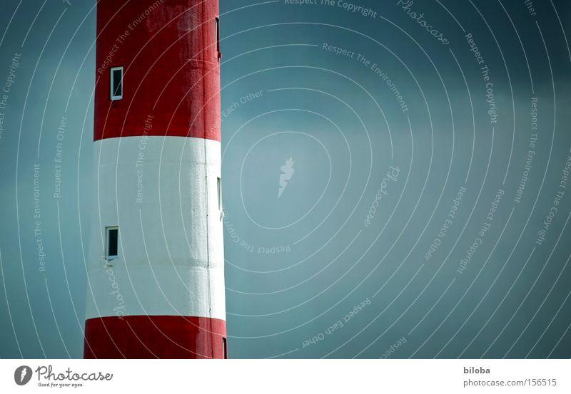 Höher als man denkt schön rot Strand Fenster Mauer Stimmung Kraft Küste Architektur groß Sicherheit Turm lang stark Denkmal