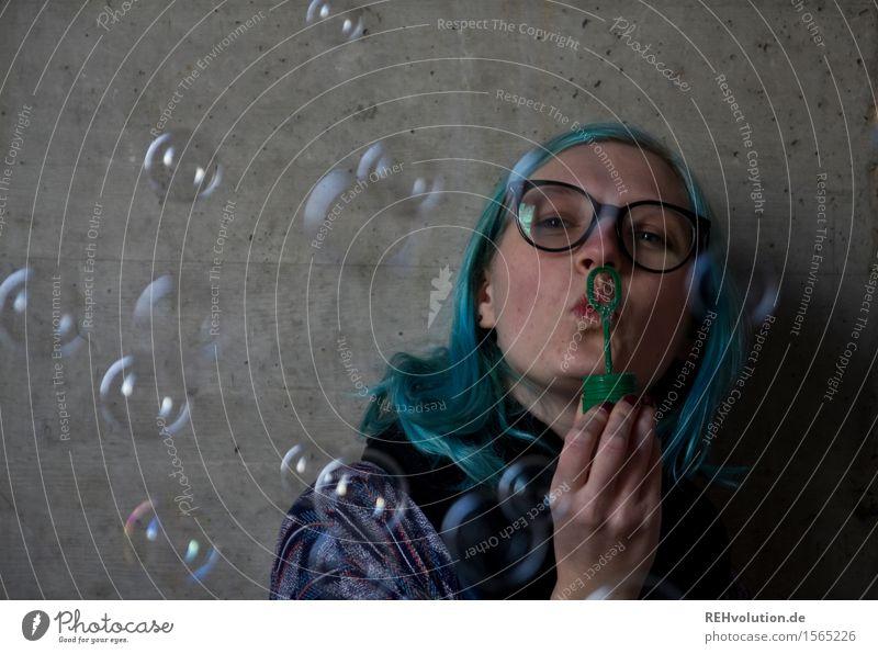 """""""Mit Leichtigkeit!"""" Mensch Jugendliche Junge Frau Freude 18-30 Jahre Erwachsene lustig feminin Glück fliegen Kindheit Kreativität Lebensfreude einzigartig Idee"""