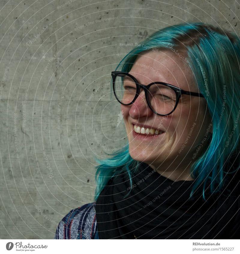haare | blau machen Mensch feminin Junge Frau Jugendliche Gesicht 1 18-30 Jahre Erwachsene Brille Haare & Frisuren Lächeln lachen authentisch außergewöhnlich