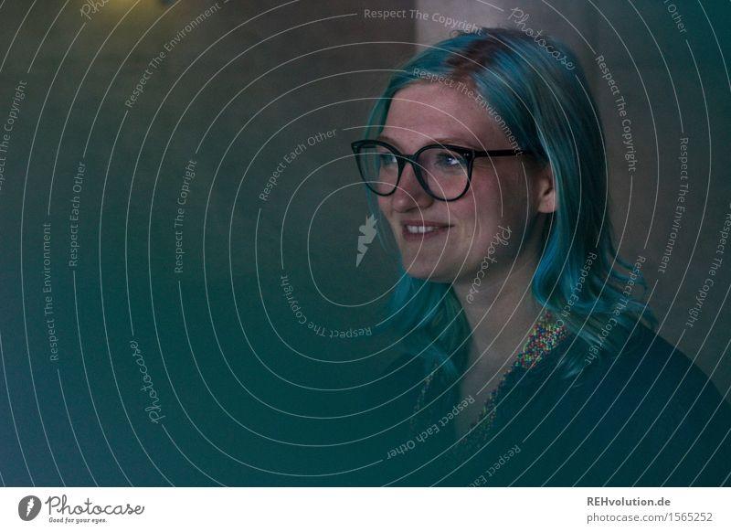 Jule | blau Mensch Jugendliche Junge Frau Freude dunkel 18-30 Jahre Gesicht Erwachsene feminin Glück außergewöhnlich Freiheit Haare & Frisuren Zufriedenheit