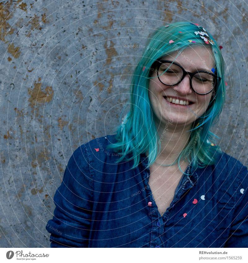KOnFeTtI 5 Mensch Jugendliche blau Junge Frau Freude 18-30 Jahre Erwachsene lustig feminin lachen Glück Haare & Frisuren Fröhlichkeit Kreativität Lächeln
