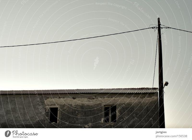 Bei Hempels Gebäude Haus Lagerhalle Halle Altbau verfallen kaputt Ruine alt Sanieren Armut Entwicklungshilfe Elektrizität Telekommunikation Gebäudesanierung