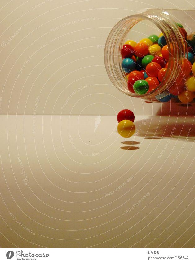 Chicle I Kaugummi Automat Süßwaren süß Ernährung Kugel mehrfarbig Pippi Langstrumpf Murmel entladen chewing gum Farbe leer fallen Kindheit