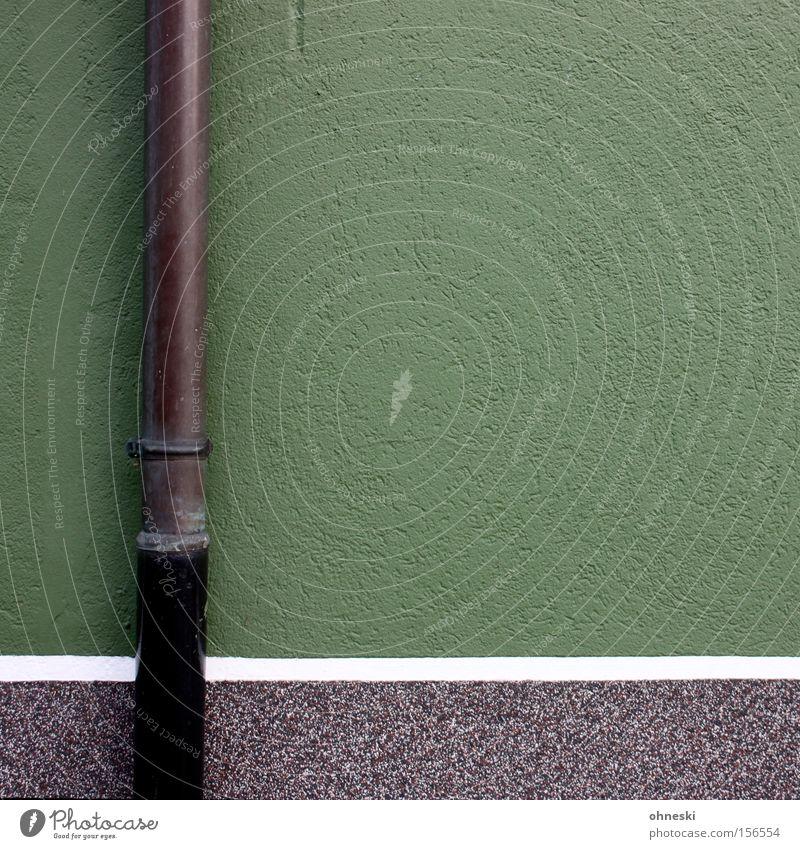 Regenrohr grün Streifen Linie Anstrich Anstreicher Maler graphisch Wand Haus Handwerk Detailaufnahme Regenfallrohr