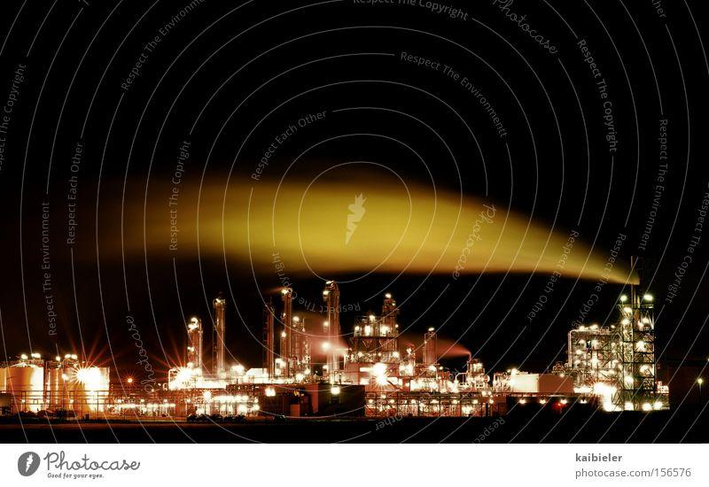 Lichtverschmutzung rot schwarz braun Industrie Energiewirtschaft Licht Chemie Industrieanlage Umweltverschmutzung Kulisse Chemieindustrie Nachtaufnahme High-Tech Raffinerie Sachsen-Anhalt Luftverschmutzung