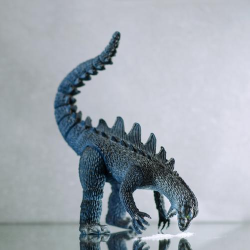 monsterdroge Tier bedrohlich Erkältung Spiegel Rauschmittel dumm Verbote Nervosität Monster verstört Übermut Dinosaurier Drogensucht Kokain einnehmen Godzilla