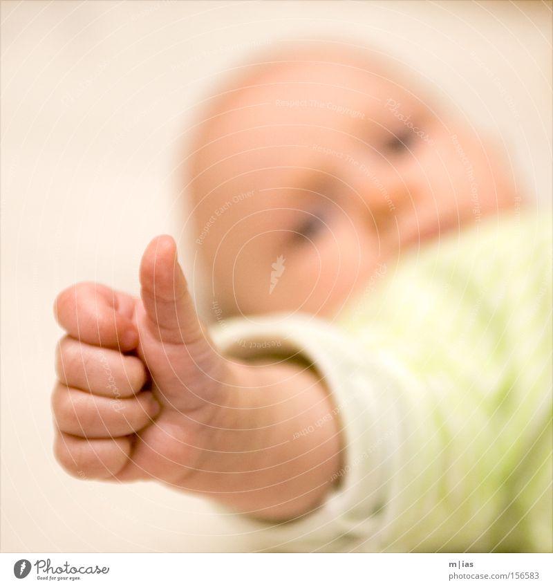 Daumen hoch! Hand schön Gefühle Baby Finger lernen Sicherheit Wachstum Wandel & Veränderung Kindheit Quadrat Mut Glatze positiv Erwartung Daumen