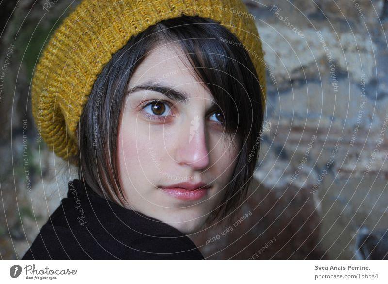 alles aus liebe schön Gesicht feminin Junge Frau Jugendliche Erwachsene Auge 1 Mensch 18-30 Jahre Mauer Wand Mode Bekleidung Mütze außergewöhnlich Coolness gelb