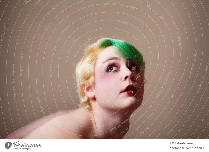Mensch Gesicht feminin Kopf blond Schminke Schwäche expressiv