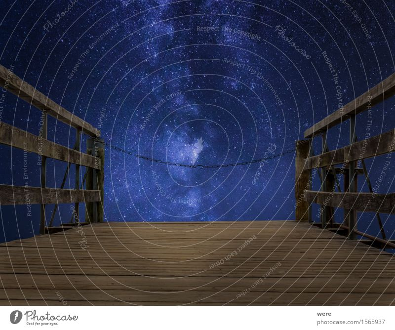 Stairway to heaven - closed! Nachthimmel Platz Brücke Observatorium dunkel blau braun Anlegestelle Astronaut Astronomie Holzbrett Geografie Himmel Holzfußboden