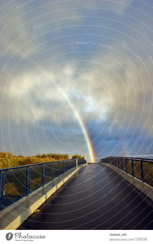 somewhere under the rainbow Regenbogen Wetter Natur Himmel regenbogenfarben Farbe Gewitter Brücke Herbst sky Glücksbärchen mehrfarbig Wolken Hagel Sturm
