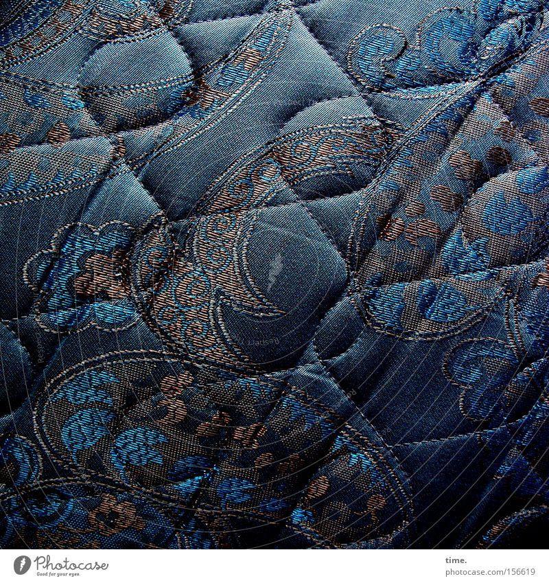 Wo sich Abendland und Morgenland Gute Nacht sagen Bett Stoff Ornament Linie schlafen blau schwingen Textilien Naht Naher und Mittlerer Osten Wellenlinie