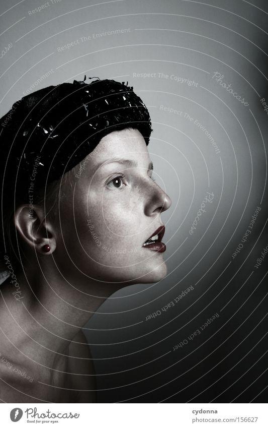 Sehnsucht Frau Mensch schön feminin Gefühle Kopf ästhetisch retro Hut Hals strecken klassisch Kinn