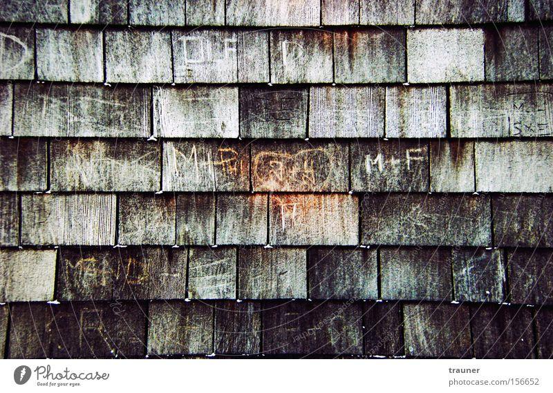 Verblassende Erinnerung dunkel Graffiti Holz Kindheit Herz ästhetisch Schriftzeichen Buchstaben Spuren Zeichen Fliesen u. Kacheln Verliebtheit Furche Parkplatz