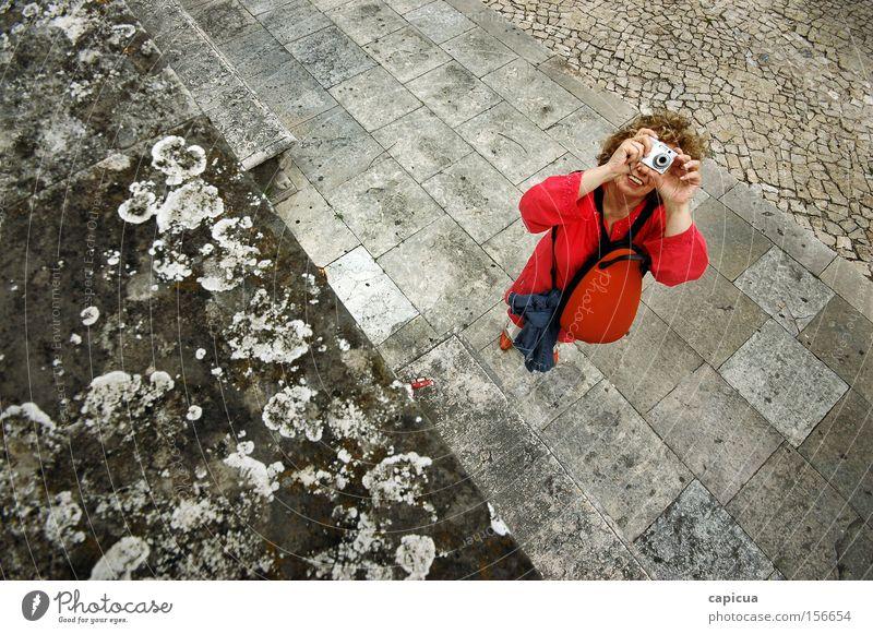 Der rote Fotograf Fotografie breit grau Stein Fliesen u. Kacheln Frau Freizeit & Hobby Sucher Lächeln Glück