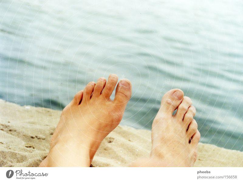differ:ent Meer See Fuß Sand Strand Sommer Mann Frau Stein Wasser