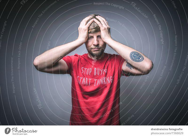 The desperate guy / Verzweifelter Typ Mensch maskulin Junger Mann Jugendliche Erwachsene Bekleidung T-Shirt Zeichen Schriftzeichen Ornament Gefühle Angst