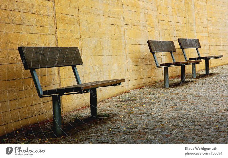 Verlassen ruhig Einsamkeit Wand Park Bank Bürgersteig Verkehrswege Kopfsteinpflaster Pflastersteine nutzlos