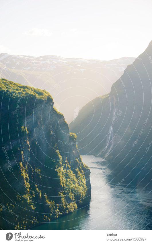 Geirangerfjord, Norwegen Natur Ferien & Urlaub & Reisen schön Landschaft Ferne Berge u. Gebirge Umwelt Küste Freiheit Felsen wandern Ausflug Schönes Wetter Abenteuer Gipfel Schneebedeckte Gipfel